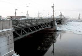Реконструкция Дворцового моста почти завершена. Тем не менее, проезд ночью будет закрыт до 23.12.13 года